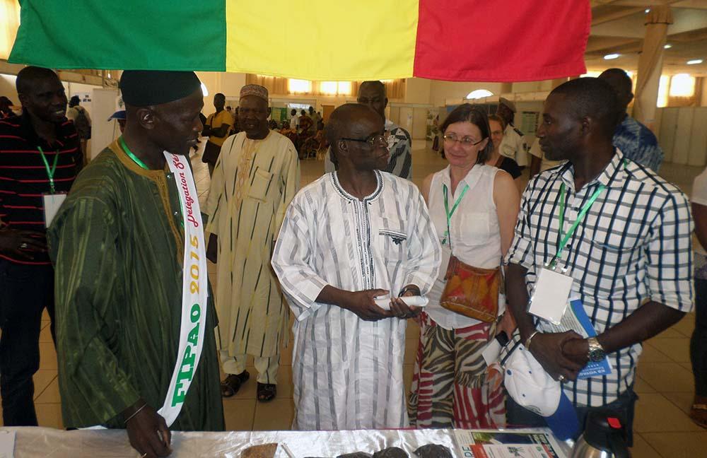 Quelques heures après la cérémonie d'ouverture, François Lompo, ministre de l'Agriculture, des ressources hydrauliques, de l'assainissement et la sécurité alimentaire, a visité les stands